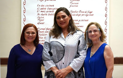 De izquierda a derecha; Dory Perdomo directora Galería Bauprés, y Silvia Michel artista expositora y Zoila Fernández Directora de Artes Instituto de Cultura