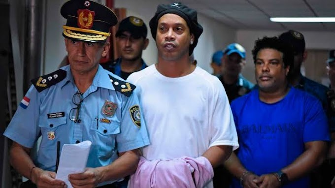 Barcelona legend Ronaldinho reportedly hosted parties with models during house arrest in Paraguay