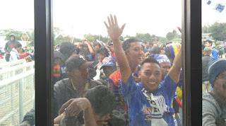 PBFC Vs Arema: Aremania mulai sejak Padati Pakansari