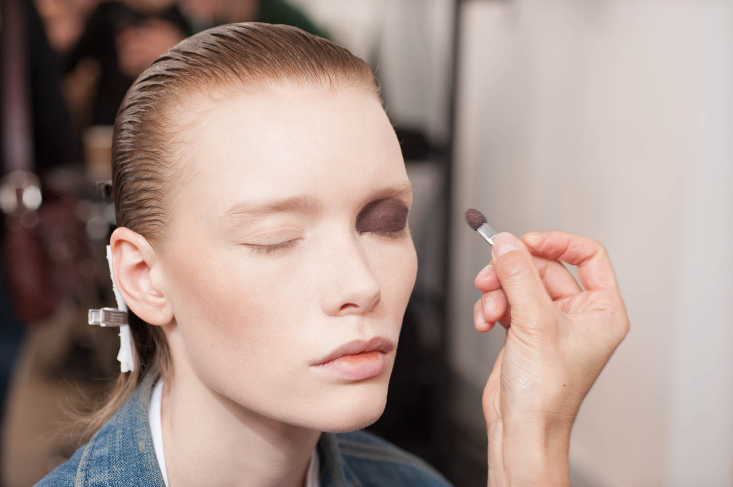 bella hadid dior makeup fashion show backstage makeup