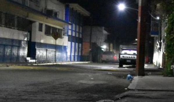 TOPON de la MARINA y SICARIOS con GRANADAZOS y TABLETEO de METRALLETAS DEJA 5 MUERTOS en TEPIC.