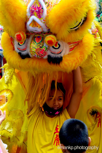 CHINATOWN PHOTOWALK 2016: Teener and the yellow lion