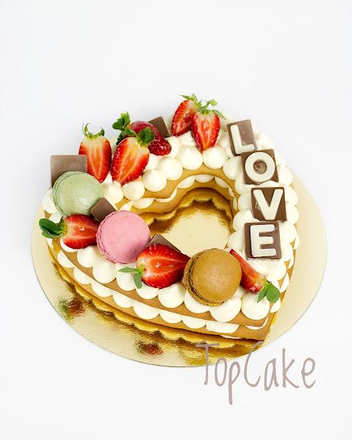 Keksikakku, Biscuit cake, juhlakakku, synttärikakku, mansikka, suklaa, sydän, keksi, ystävänpäivä, leivonta, makeiset