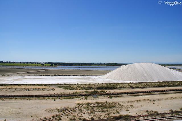 Montagne di sale delle Saline di Aigues Mortes