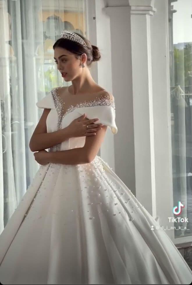 Thủ môn Bùi Tiến Dũng sắp tổ chức đám cưới với bạn gái Tây Dianka Zakhidova?