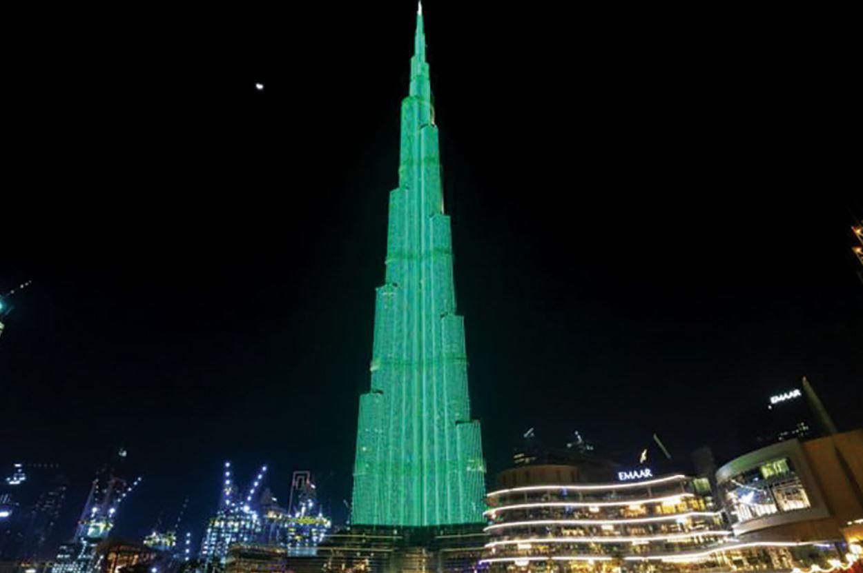 معالم الإمارات تتزين باللون الأخضر بمناسبة اليوم الوطني الأيرلندي