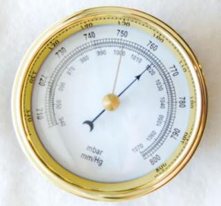 ما هو البارومتر ؟ مقياس ضغط جوي