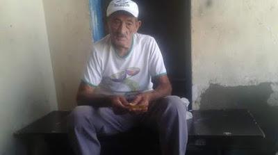 Morador de Olho D'Água do Casado, seu Alcides   completa 102 anos de idade