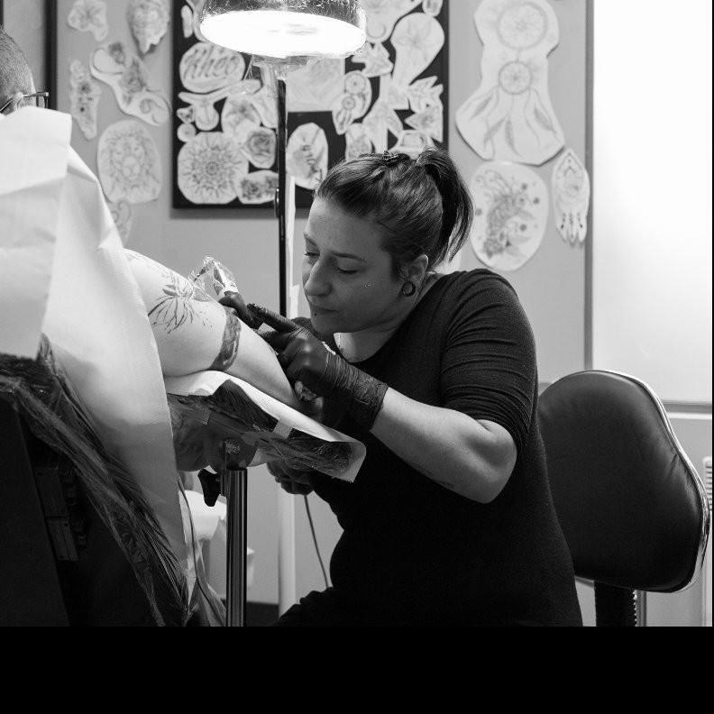 sabrina-photo-feel-ink-salon-de-tatouage-le-plessis-robinson-danslaruedacote.fr