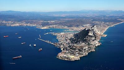 Gibraltar znajduję się niecałe dwie godziny jazdy samochodem od Malagi