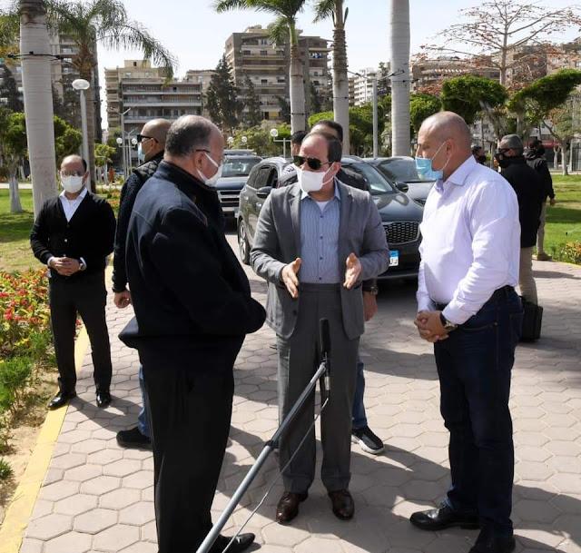 الرئيس السيسي يقوم بجولة تفقدية  للأعمال الانشائية الخاصة بتطوير شبكة الطرق والمحاور بالقاهرة
