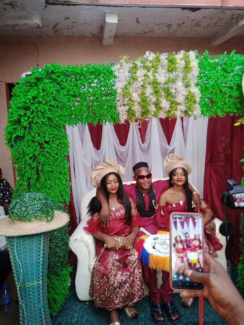 Nigerian man marries twins sisters the same day