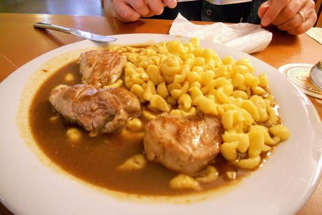 Munich to Augsburg Day Trip: pork at spatzle at Cafe am Milchberg