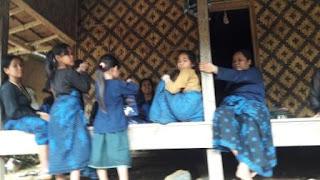 kegiatan-perempuan-suku-baduy