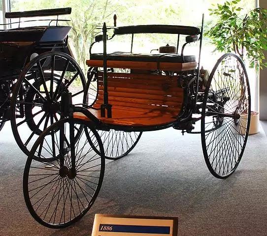 من اخترع السيارة ؟