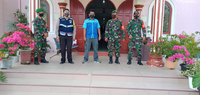 Personel TNI-POLRI dan OKP saat pengamanan gereja di Tiga Dolok 5
