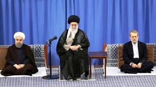"""""""El enemigo debe saber que las fuerzas de defensa iraníes responderán a cualquier agresión con un golpe devastador. La estrategia de defensa de Irán busca dar un golpe a los enemigos, además de defender sin descanso el campo de batalla"""", afirmó Khamenei."""