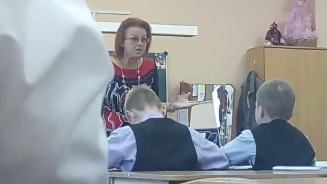 Ребенок жаловался на учительницу, тогда мама купила ему часы с прослушкой. И открыла для себя много нового