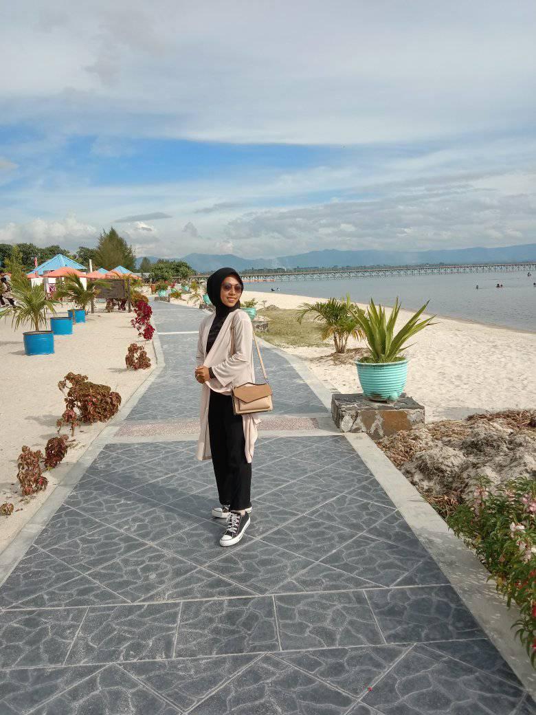 Pantai Pasir Putih Parparean