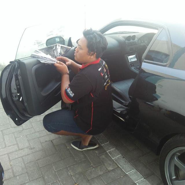 Proses Pemasangan kaca film mobil sidoarjo