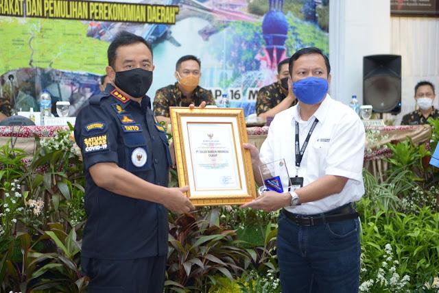 Sinergi dengan Pemerintah, SBI Pabrik Cilacap Raih Penghargaan Bupati
