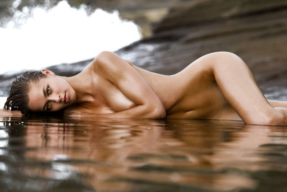 Caroline Kelley Hot Pics and Bio