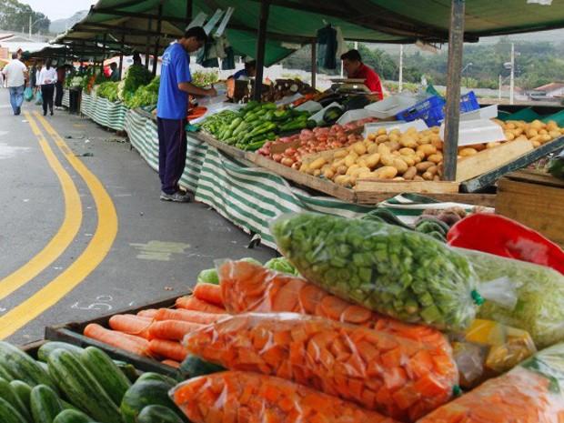 Prévia da inflação oficial é a maior para fevereiro desde 2003, diz IBGE