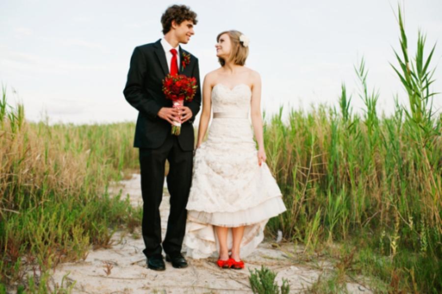 Sapato da noiva para casamento vermelho e branco