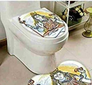 Amazon बेच रहा है हिंदू देवी-देवताओं की photos वाली टॉयलेट सीट, social media पर हो रहे हैं विरोध