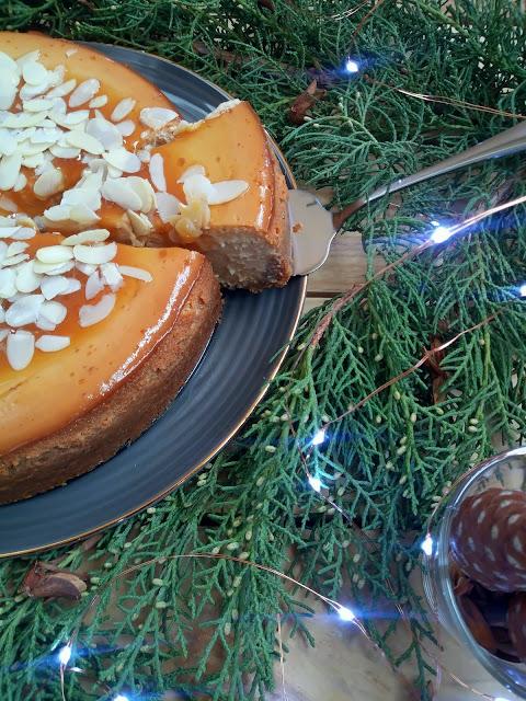 Cheesecake de turrón de Jijona. Tarta de queso ricota y turrón blando de almendra. Tarta de queso al horno. Postre, merienda, receta fácil, cuca