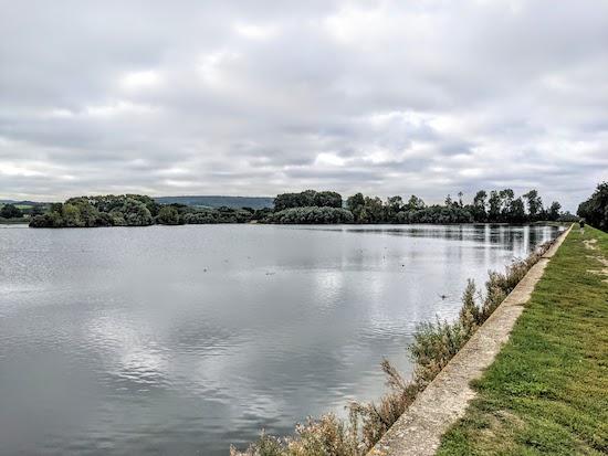 Wilstone Reservoir at the start of the walk