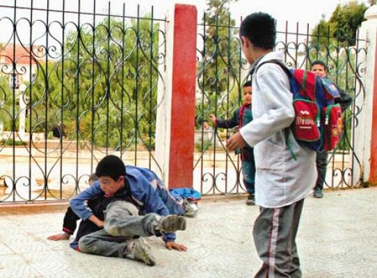 تلميذ يطعن زميله بسلاح أبيض بقرية كفر الوزير