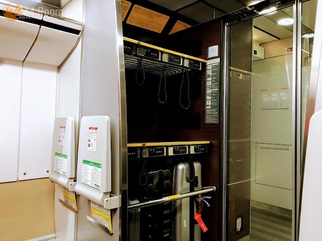 成田エクスプレス車内 Narita-express-train-interior