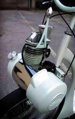 moteur Solex, utilisé comme moteur auxiliaire sur une trottinette