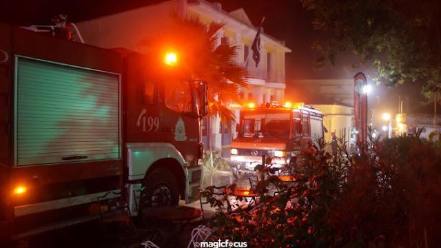 Πυρκαγιά ξέσπασε στο κατάστημα της Alpha Bank στην Πρεβεζα μετά τη 1 τα ξημερώματα.