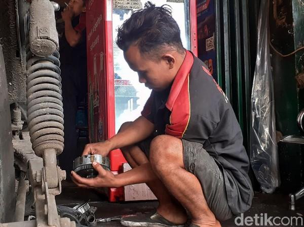 Bengkel Ini 'Termahal di Bandung', Berapa Ongkos Kerja Montirnya?