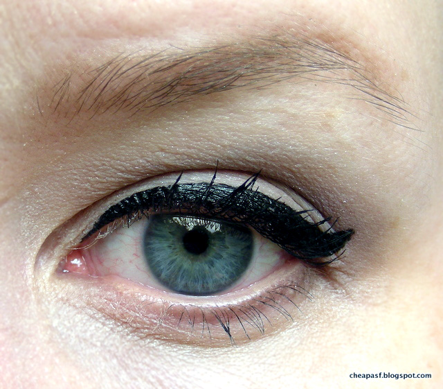 Review of Stila Stay All Day Waterproof Liquid Eyeliner in Black