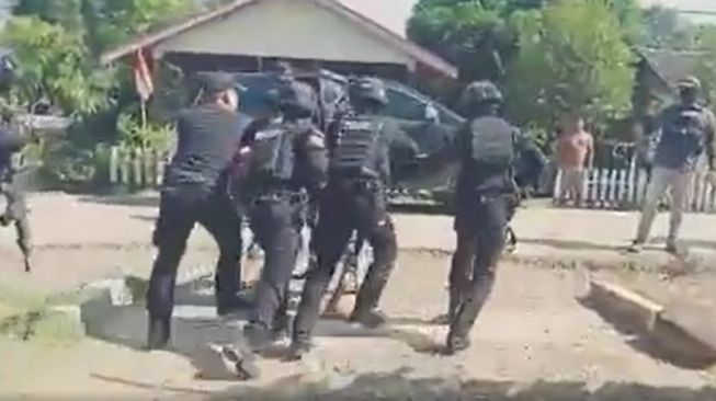 Ketua Adat Diangkut Polisi, Koalisi Keadilan: Bebaskan Buhing, Save Kinipan!
