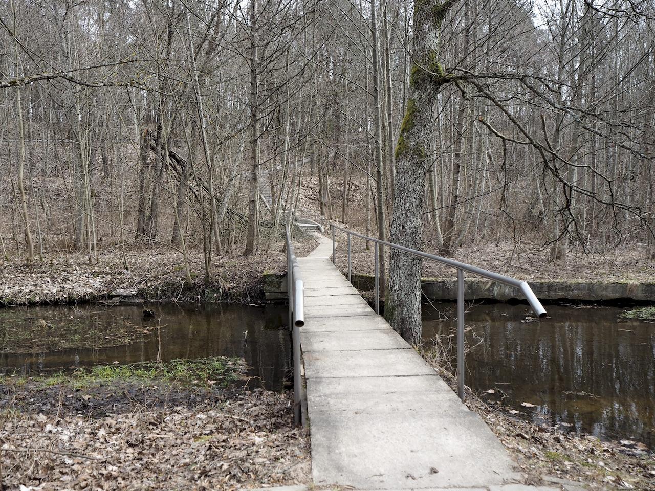 Tiltas per Naujųjų Verkių fabriko popieriaus kanalą