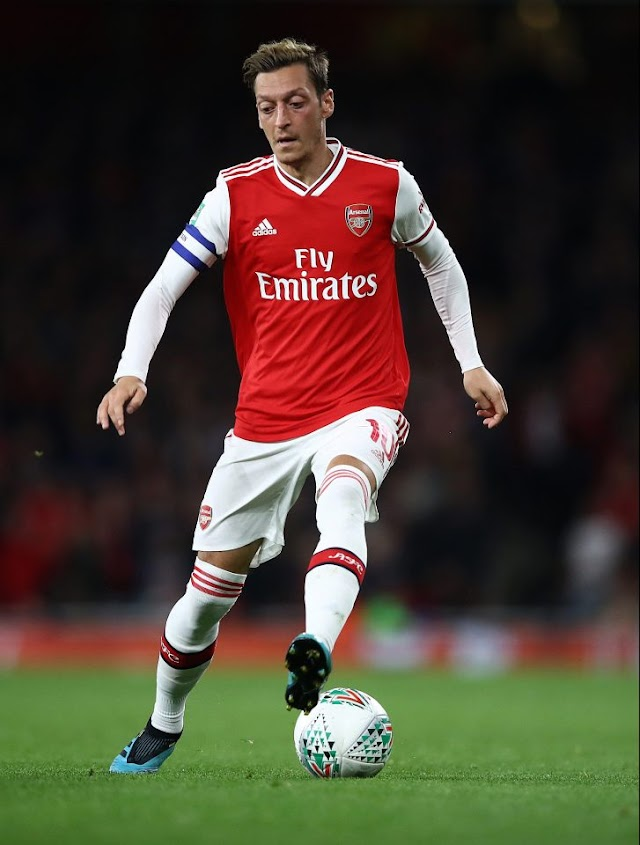 'HE WANTS HIM OUT' Ex-Arsenal forward admits he is 'shocked' at Emery for isolating Ozil