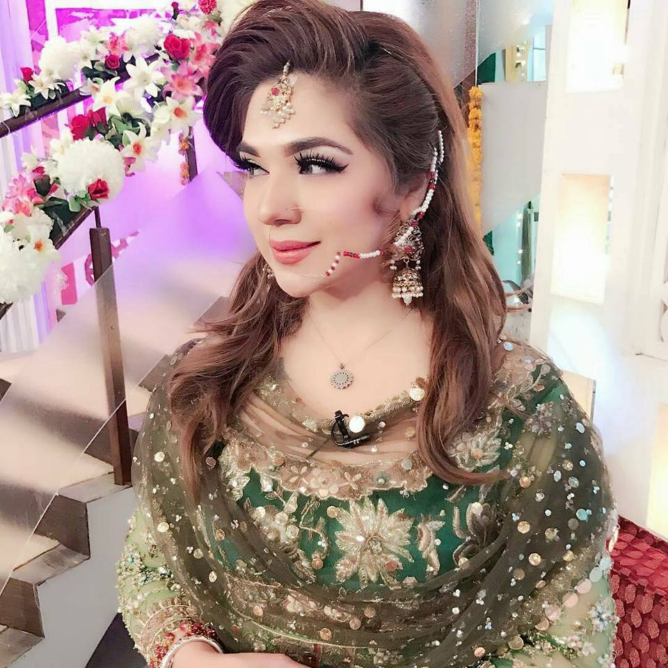kashif Aslam is one of the best makeup artist and owner of kashee beauty parlour.he also known as  famous fashion designer.recently kashif aslam represent his designer collection in geo subha pakistan in shaista lodhi show.