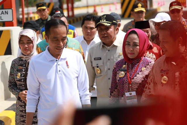 Bupati Tulang Bawang Dampingi Presiden Jokowi Resmikan Jalan Tol Trans Sumatera