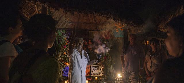 Ceremonia del Día de Muertos en Tres Reyes, Quintana Roo, MexicoBrenda Islas @brendaislas