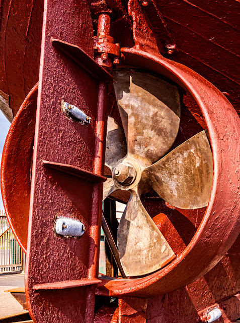 Photo of the stern gear on a fishing boat