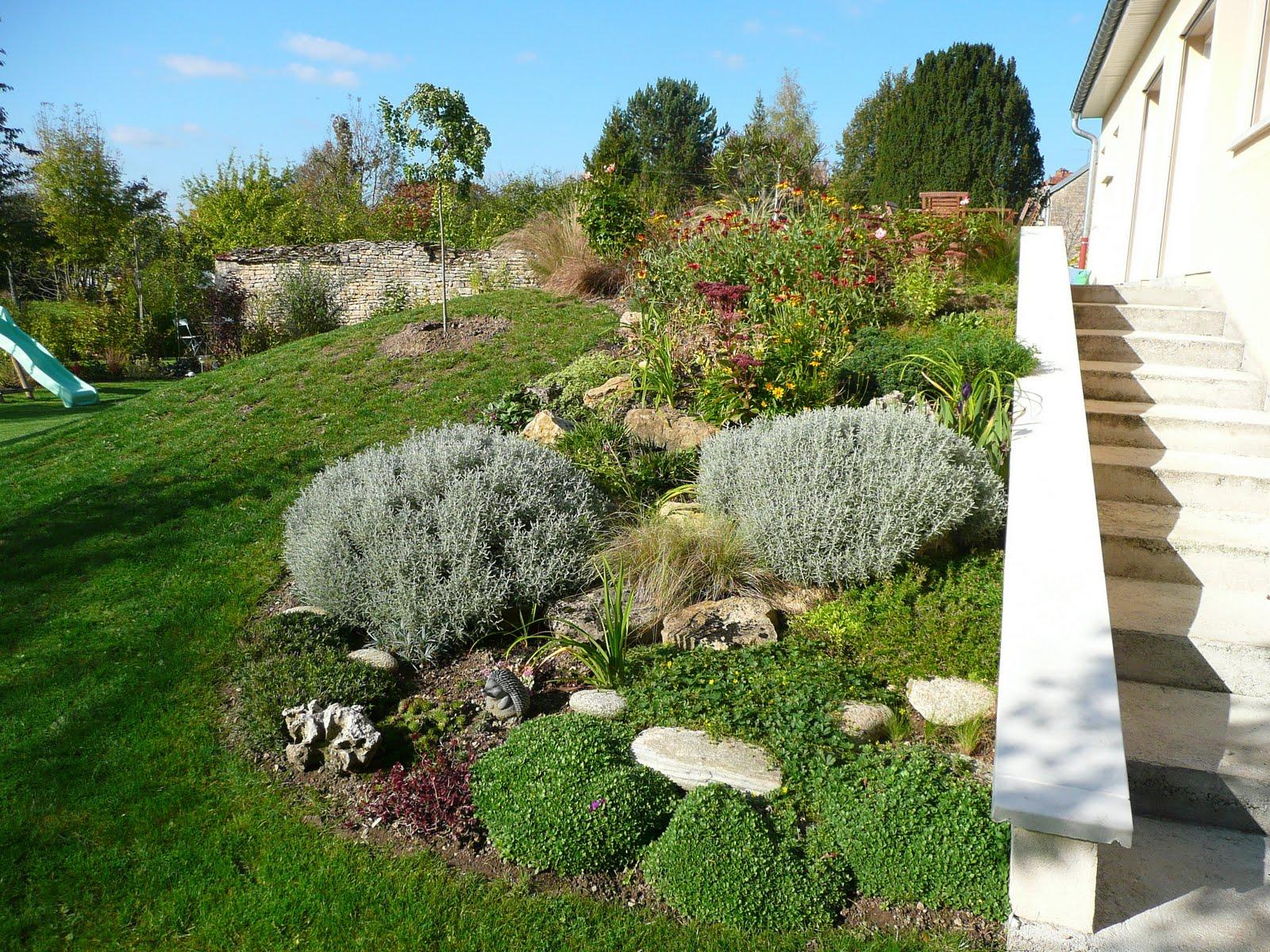 notre jardin secret agrandissement de la rocaille. Black Bedroom Furniture Sets. Home Design Ideas
