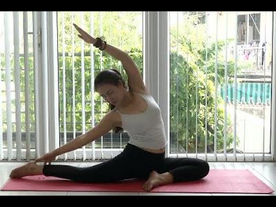 thực hiện các động tác yoga tại nhà