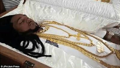Jenazah Pria 'Tajir Melintir' Ini Dipasangi Perhiasan Rp 1,3 Miliar