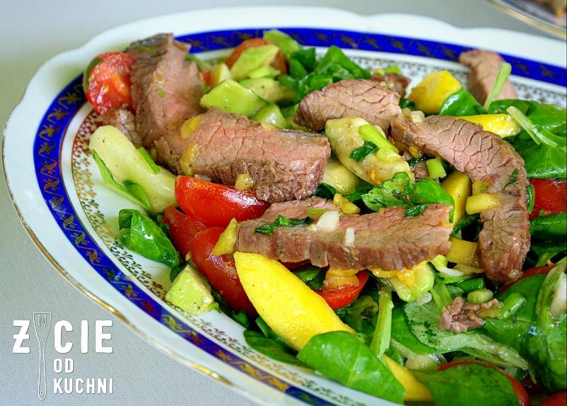 salatka ze stekiem, wino do czerwonego miesa, wino do grilla, stek, saperavi, marani, zycie od kuchni