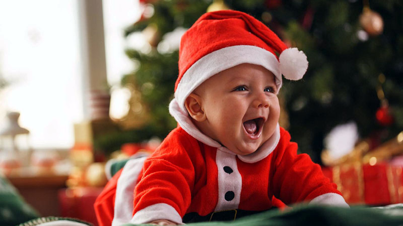 5 Essential Tips for Traveling During Baby's First Christmas