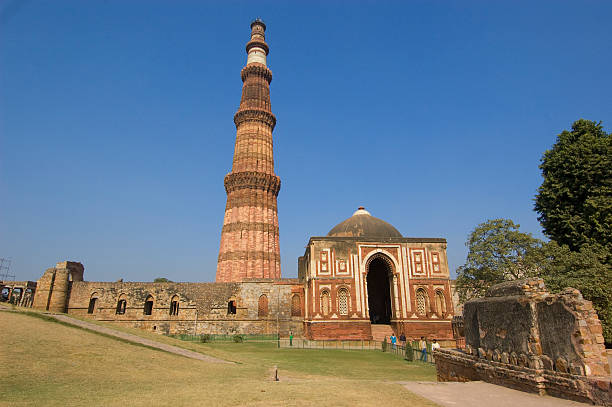 Alai Darwaza and Qutub Minar - the entrance to the Quwwat-ul-Islam Mosque